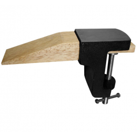 Dřevěný nos - skoba a kovová svorka